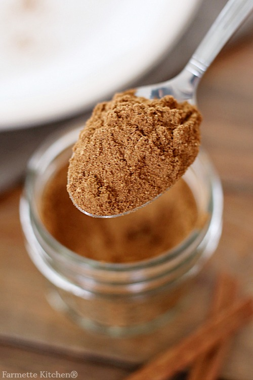 a spoonful of homemade pumpkin pie spice
