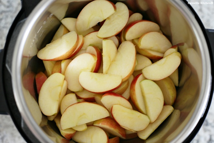 quartered apples in a pressure cooker