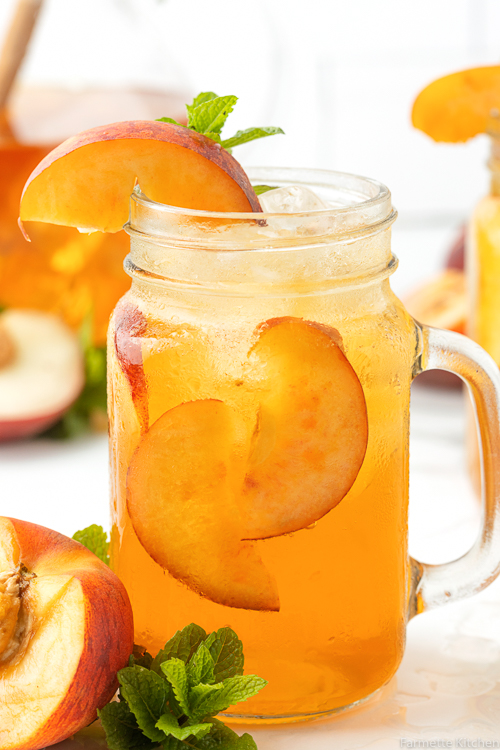 glass of iced tea with peaches as garnish